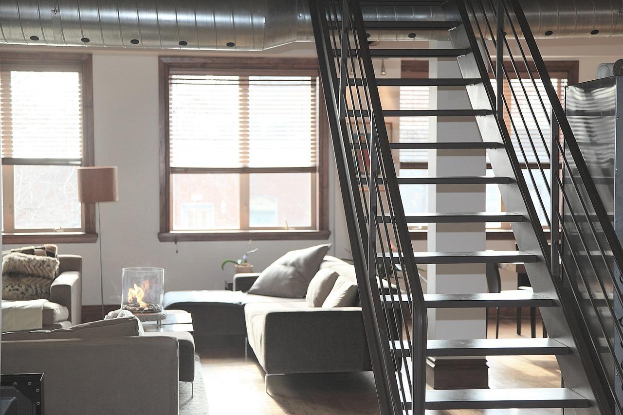 Sprzedaż mieszkania z pośrednikiem czy samodzielnie?